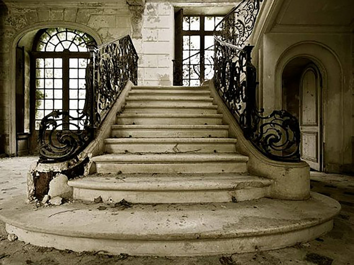 abandoned staircase_2